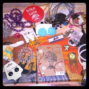 4 Earrings,5 bracelets,5pins,2 necklaces,rings,etc